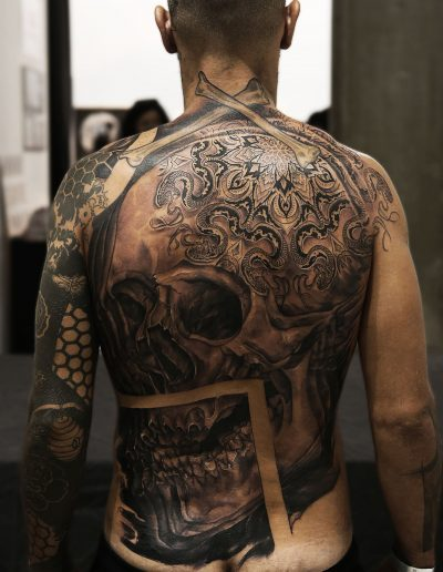skull_tattoo_illusion_pattern_colaboration_full_back_black